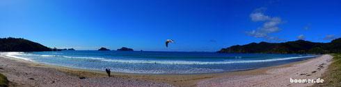 """Matauri Bay - die """"Rainbow Warrior"""" liegt hier auf Grund"""