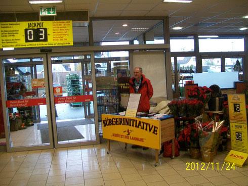 Proteststand REWE Markt Heuchelheim 24.11.2012