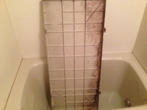 バスルーム エプロン内側 施工前