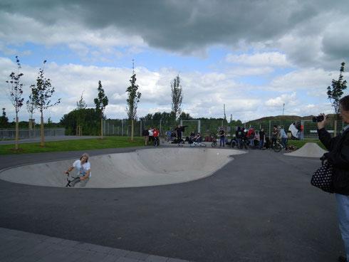 Der Pool ist ein großer Anziehungsmagnet für die Skater und Biker