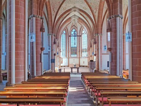 So leer ist die Kirche von Frankenberg selten. Wegen der Infektionsgefahr dürfen momentan keine Gottesidenste stattfinden. Auch nicht Ostern
