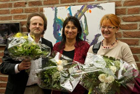 (c) Foto: Doris Henn / v.l.n.r.: Heinz Hachel (fundart-21), Christine Peter (Fachfrau für Tierbeschäftigung) und Hella Hallmann (Fotografin)