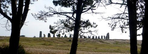 Monument en forme d'esnèque (bateau viking) à la pointe d'Agon, en hommage à Fernand Lechanteur, écrivain né à Agon Coutainville