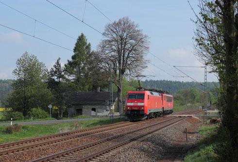152 059 und 155 127 als Lokzug am BÜ Colmnitz