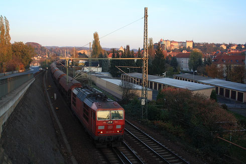 180 017 mit Getreidezug in Pirna