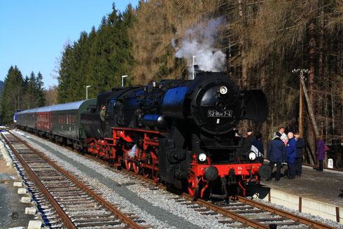 52 8047 mit dem Sonderzug im Bhf Bärenstein