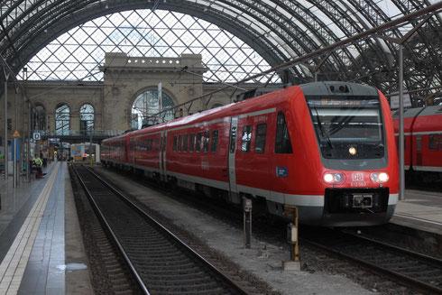 612 560 mit dem letzten RE des Tages in Dresden