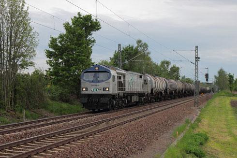 250 006 mit einem leeren Kesselzug am BÜ Colmnitz