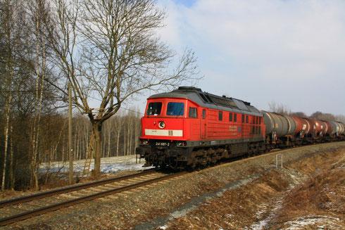 241 697 mit Kesselwagengz zwischen Rhäsa und Nossen