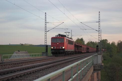 155 251 mit Autoleerzug auf dem Colmnitzer Viadukt
