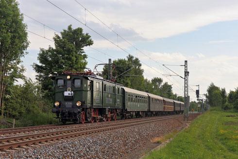 E77 10 mit Regionalbahn in Colmnitz