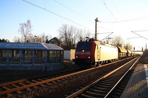 185 126 (4 Stromabnehmer) mit Getreidegz in Klingenberg-Colmnitz