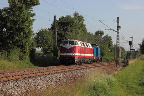 118 770 und 204 005 am BÜ Colmnitz auf dem Weg nach Bad Schandau