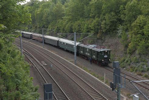 E77 10 mit Regionalbahn im Bahnhof Klingenberg-Colmnitz