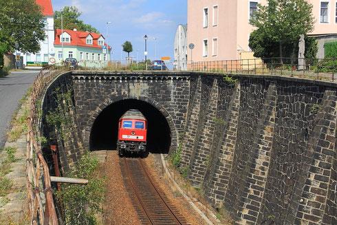 232 587 und 232 673 mit Schottervollzug in Kamenz
