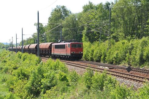 155 232 ist mit ihrem Getreidezu von Zwickau Richtung Tschechien unterwegs