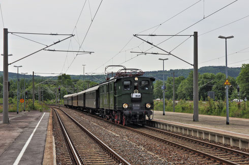 Einfahrt der Regionalbahn 30090 von Dresden nach Chemnitz in Flöha