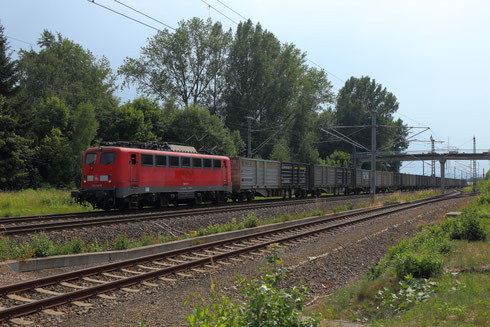 140 047 der Press (ex 140 801 RBH/DBSR) mit leerem KLV in Klingenberg
