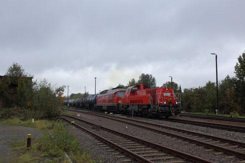 265 020 und 233 510 vor Kesselzug in Nossen Richtung Meißen