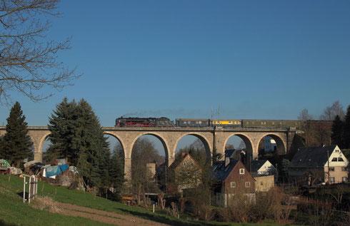 01 2066 auf dem Colmnitzer Viadukt
