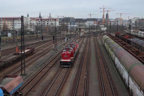 202 708 mit 290 566 und 290 567 aus Chemnitz im Schlepp