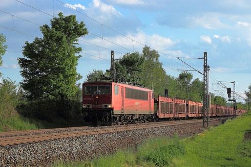 155 068 mit Autoleerzug am BÜ Colmnitz
