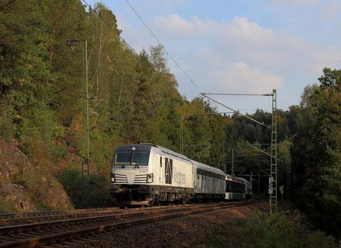 """247 902 mit VMS """"Straßenbahn"""" bei Dorfhain"""