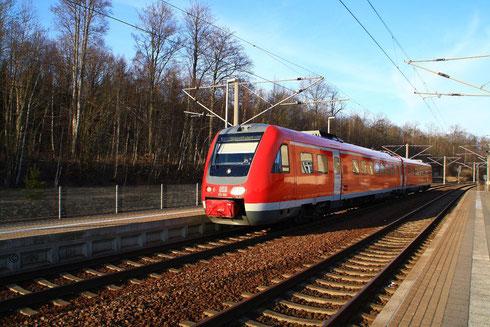 612 902 !Mit Stromabnehmer! kurz nach der Ankunft aus Richtung Freiberg und Gleiswechsel wieder auf dem Weg in Richtung Freiberg