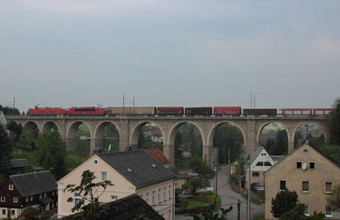 189 009 und 155 004 mit umgeleitetem Gz auf dem Colmnitzer Viadukt