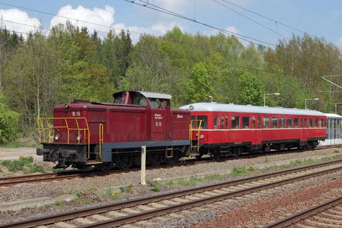 345 023 und ein Dieseltriebwagen in Klingenberg Colmnitz