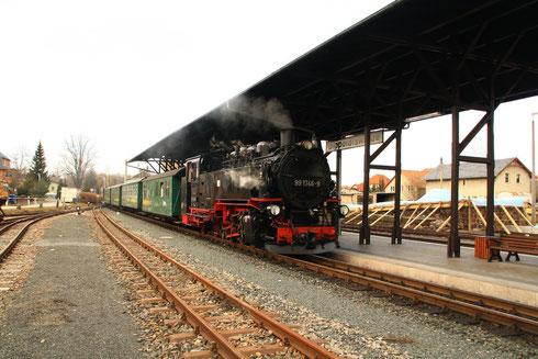 """99 1746 mit P5006 bei der Ankunft in """"Dipps"""""""