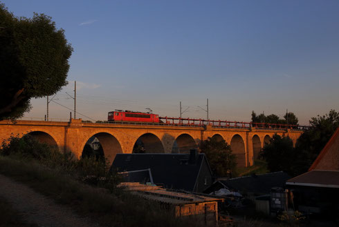 155 232 mit Autoleerzug auf dem Colmnitzer Viadukt