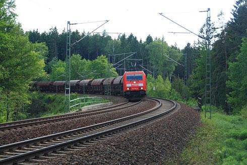 Pünktlich zur Fotowolke kam 185 306 mit dem Getreidezug Richtung Norddeutschland