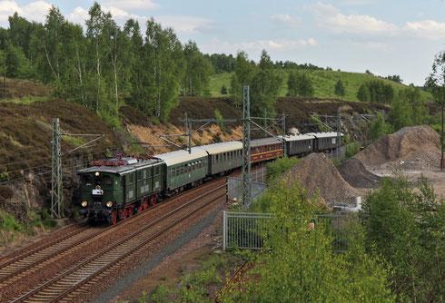 E77 10 mit Regionalbahn vor´m Hp Muldenhütten