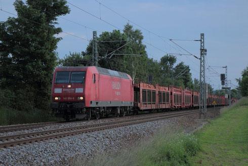 145 056 mit Sonderautoleerzug am BÜ Colmnitz