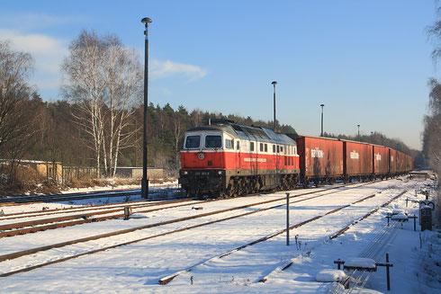 232 303 mit Opelzug Gleiwitz Bochum bei der Einfahrt in den Güterbahnhof Horka