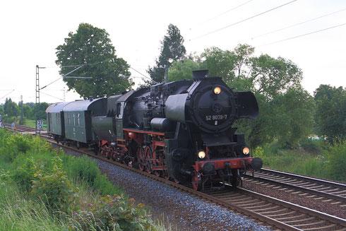 52 8079 nach Dresden am BÜ Colmnitz