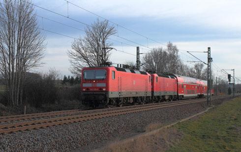 143 370 vor 143 360 an S30 nach Dresden in Colmnitz