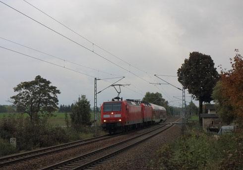 146 010 vor der defekten 143 366 un RB 17221 in Colmnitz