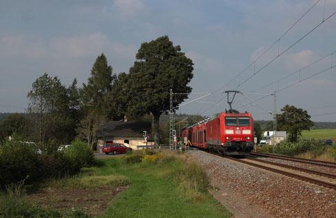 185 011 mit GA 49382 am BÜ Colmnitz
