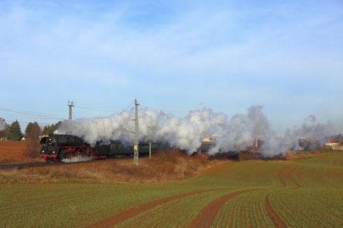 01 519 mit Sonderzug kurz hinter´m Bogendreieck Werdau auf dem Weg nach Neumark
