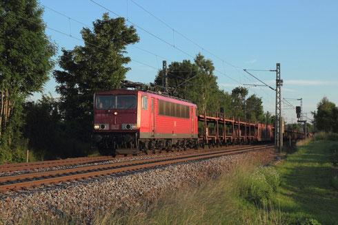 155 111 mit Autoleerzug am BÜ Colmnitz
