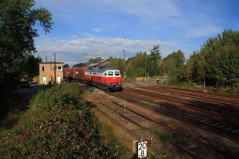 232 401 mit Autozug 48435 für Opel nach Gleiwitz in Horka Gbf