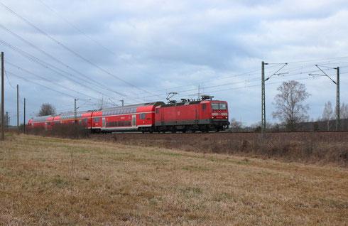 143 850 mit einem RE 3 nach Dresden bei Colmnitz