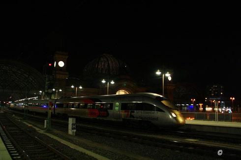 "Die ""Goldnase"" (415 022,...) im Dresdner Hauptbahnhof"