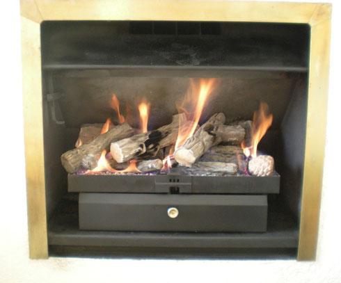Installation d'une cheminées à gaz en foyer ouvert pour l'automne