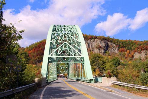 The Samuel Mory Memorial Bridge über den Connecticut River zwischen Fairlee,VT und Orford,NH