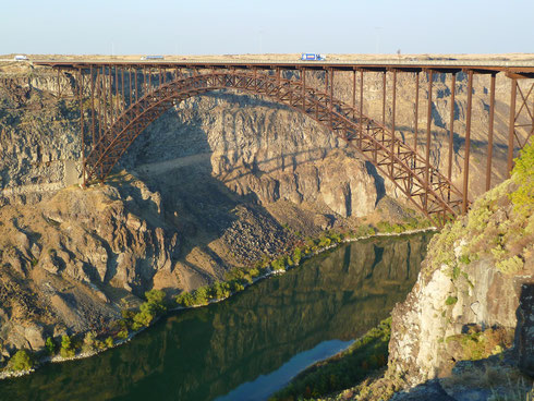 The I. B. Perrine Bridge in Twin Falls, ID über den Snake River Canyon