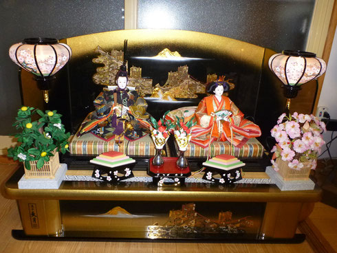 ↑ My mom's Dolls which are disprayed my parent's house in Japan.