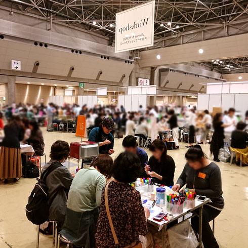 昨年の「第43回 2019日本ホビーショー」での、ナナアクヤの立体花プラバンワークショップの様子です。